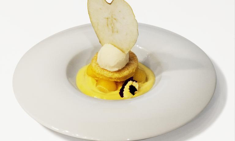 On the occasion of the finals of the fourth edition of Premio Birra Moretti Grand Cru, Davide Caranchini, chef at restaurant Acquadolce in Carate Urio (Como), created dishes that were inspired by the West, mixing them with oriental flavours and spices. Today we discover the recipe for his dessert