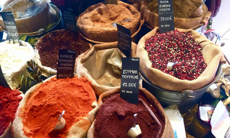 Athens is a kaleidoscope of colours, scents, aromas. Strolling around its markets is beautiful. Here the connection with the Arab and eastern world is proven by the richness of spices