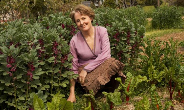 Alice Waters is one of the most important and influential people in American gastronomy. With her restaurant Chez Panisse, opened in 1971 in Berkeley, she gave life to a style later called California cuisine. She's also the vice president of Slow Food International and has always been a very active supporter of organic farming and sustainable food