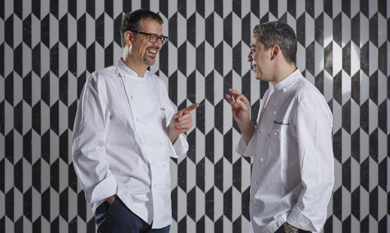 Antonio Guida and Federico dell'Omarino, respectively chef and executive sous-chef of the gourmet restaurant that should open by June inside the Mandarin Oriental in via Andegari 9 in Milan (the entrance to the restaurant will also be in Via Monte di Piet� 18). Both with a long experience in the kitchen of Hotel Pellicano in Porto Ercole, 2 Michelin stars, they are in Milan aspiring for the top. Alberto Tasinato will be the restaurant manager