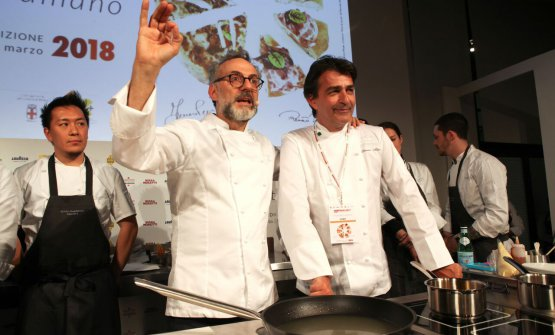 Massimo Bottura joins French colleague Yannick Alleno on the stage of Identità di Pasta: the chef from Modena is to open a Refettorio in Paris on the 15th March in the crypt of the church of the Madeleine. The first service will be directed by Alleno and Alain Ducasse (photo Brambilla/Serrani)