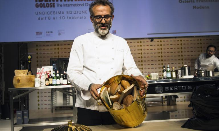 "This photo of Massimo Bottura is now a ""classic"": on the stage of Identità Milano 2015 he spoke about recycling culture and the fight against waste. With this article in two episodes, we retrace some of the most significant ""green"" moments in the Congress dedicated to a healthy intelligence"