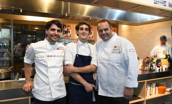 To the sides, Virgilio Martinez, Central in Lima (Peru) and Roberto Cerea aka Bobo from Da Vittorio in Brusaporto (Bergamo), East Lombardy's testimonial. In the middle, Bolognese Lorenzo Dal Bo, who recently left Cerea's restaurant to work with Virgilio (photo Brambilla/Serrani)