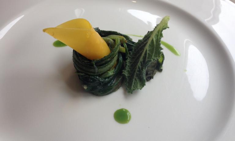 Magro, Luigi Taglienti's re-interpretation of Borage ravioli. The chef born in Savona in 1979, since a few months ago has been the sole at the helm of Trussardi alla Scala in Milan, 1 Michelin star, +39.02.80688201. Borage (and its root too) come out of the filling and becomes the launching pad of this rolled fresh egg-pasta pansotto