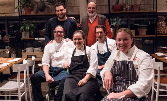Together with Nicola Farinetti and Paolo Marchi, the protagonists of the dinner at restaurant Terra inside Eataly Boston: left to right, Michael Schlow, Caterina Ceraudo, Chris Fischer and Michele Carter (photo and photo gallery by Brambilla/Serrani)