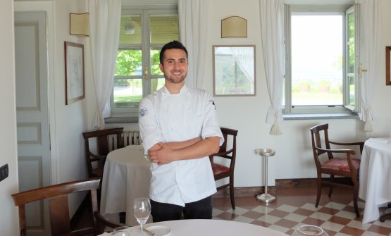 Federico Gallo at Locanda del Pilone. The service, led by Sofia Brunelli (photo by Tanio Liotta) is professional, competent and confident
