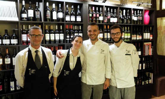 Giuseppe Lamenza, dining room man, Rossana Gallo, Gennaro Di Pace and sous chef Cesare Grazioli (photo by Tanio Liotta)