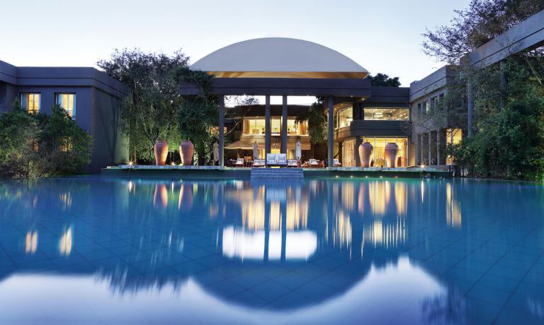 The Saxon Hotel, Villas and Spa in Johannesburg is a super luxurious hotel offering the utmost comfort to its clients. Among the highlights, there's certainly its gourmet restaurant Five Hundred run by chef David Higgs originally from Namibia