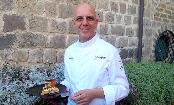 Franco Pepe with his Crisommola, a delicious new pizza with apricots from Vesuvius