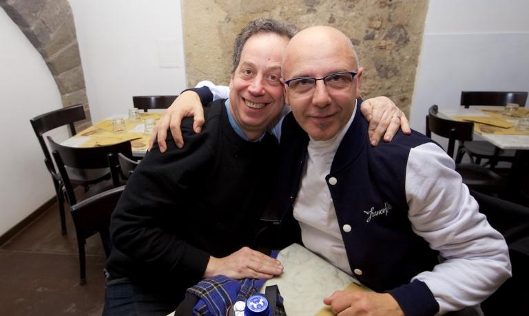 Daniel Young with Franco Pepe. The latter had to cancel the presentation of his Where To Eat Pizza, which was to be held at Caserta's Royal Palace. He tells Identità Golose why (photo by Luciano Furia)