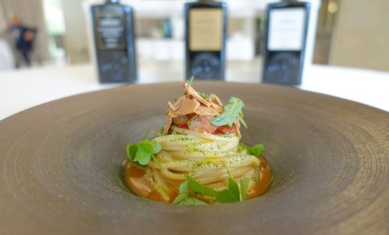 Spaghetti with cream of wild mustard, prawn, bottarga, dry tomato, lemon and sorrel by Gabriele Di Vincenzo