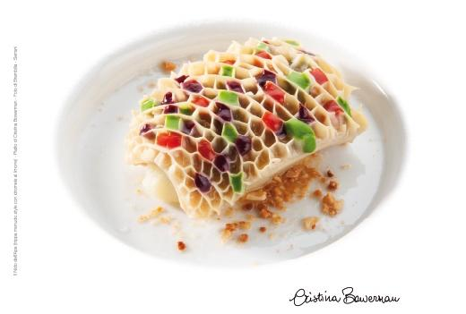 To Bee or not to Bee, a dish signed by Cristina Bowerman - chef of Glass Hostaria in Rome - recalling a beehive. It's been chosen as the icon of Identità Milano's 12th edition, the international chef and pastrychef congress wich will take place at MiCo, in via Gattamelata, Milan, March 6-8 2016. The leitmotif chosen by Paolo Marchi is The strength of freedom: We will focus the attention of the public opinion – and of our administrators and government - on the desire of knowledge and the curiosity that livened up every visitor at Expo 2015, launching a comprehensive discussion on the values of free creativity and free conviviality