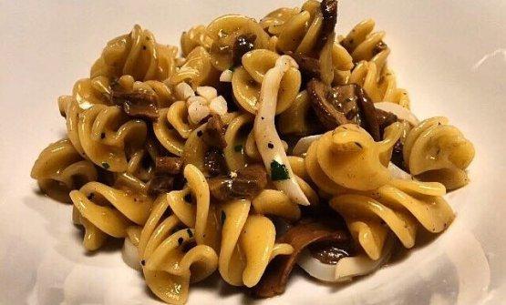 Fusilloni, calamari, mushrooms and pepper water