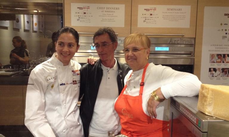On the two sides, the two authors of the first lesson at Identit� New York number 5: left Rosanna Marziale of Le Colonne in Caserta, and right Lidia Bastianich, guiding various restaurants in New York. In between, Dante Stefano Del Vecchio, the coordinator of Unioncamere Campania�s programme for Eataly