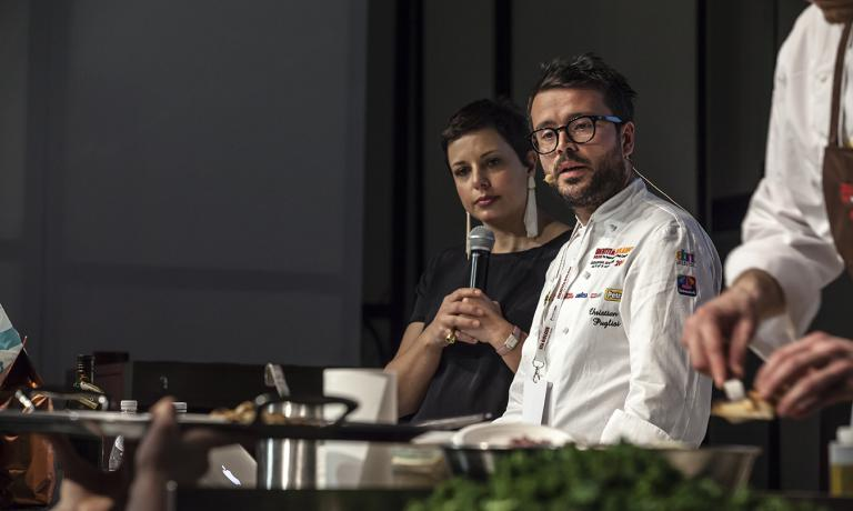 Francesca Barberini guided the whole afternoon at Identit� di Pizza, with five prestigious speakers. Here she is with Christian Puglisi