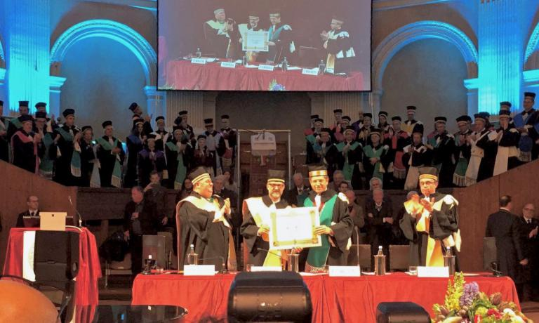 Massimo Bottura receives the honorary degree in Bologna. To his left, dean Francesco Ubertini, right, professor Max Bergami