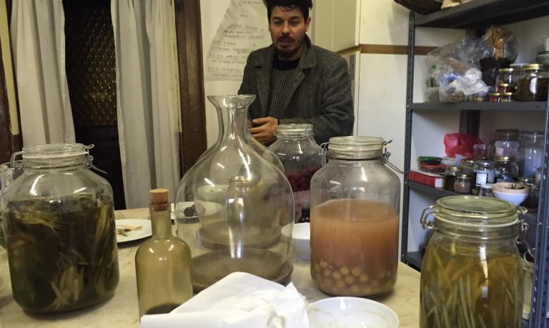 LAB. The next step after harvest and classification? Fermentation experiments (in the picture, mixologist Giuseppe Mancini)