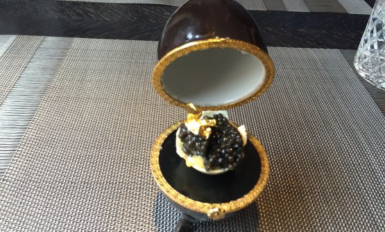 White chocolate, Hollandaise sauce, caviar and gold. This is Fabergé Egg as imagined by Igor Grishechkin, chef at restaurant Kokoko in Saint Petersburg in Russia, in Voznesensky prospect 6, tel. +7.812.4182060 (translated into English by Slawka G. Scarso)