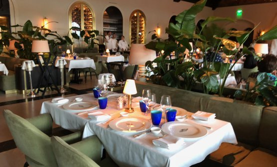The dining room inside Le Sirenuse Miami