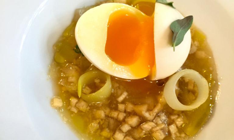 The fake egg by de la Cruz: sheep milk egg white, real egg yolk