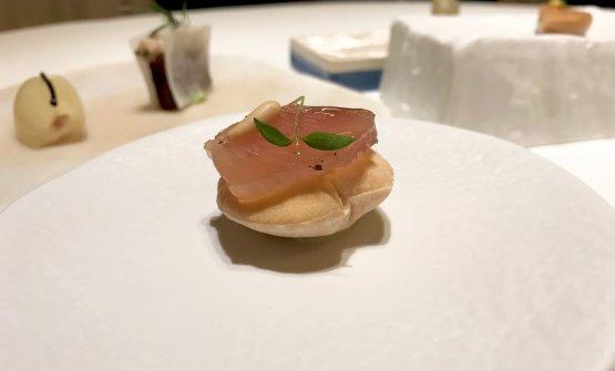 Matured tuna, toasted bread, tuna extract