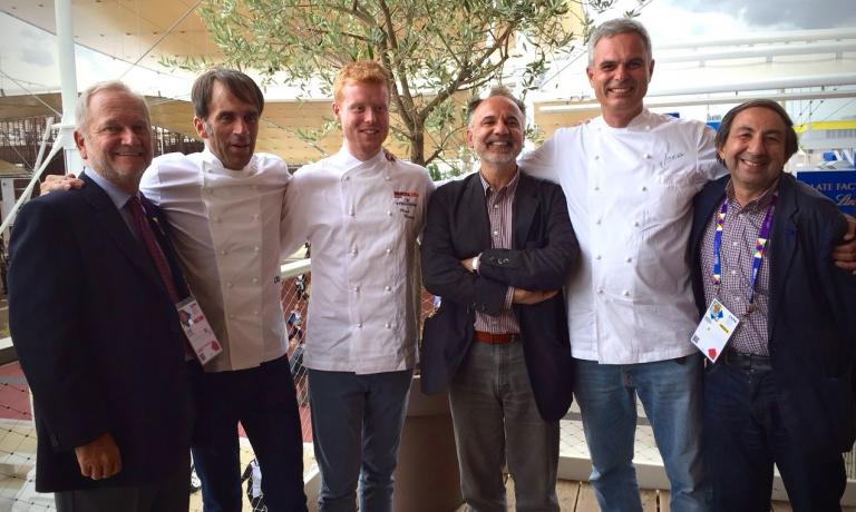 Final photo of the participants in the round table organised by The Vegetarian Chance at Identità Expo S.Pellegrino. Left to right, Clement Vachon, Davide Oldani, Mark Moriarty, Carlo Modonesi, Pietro Leemann and the founder of The Vegetarian Chance, Gabriele Eschenazi