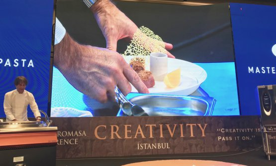 Milano nel piatto, the recipe dedicated to Milan that Davide Oldani presented in Istanbul at Gastromasa