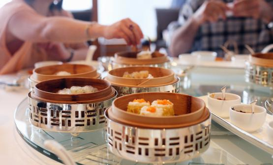 The magnificent dim sum at Lung King Heen, inside the Four Seasons hotel in Hong Kong. A stop you can't miss (photo Cuiisine)