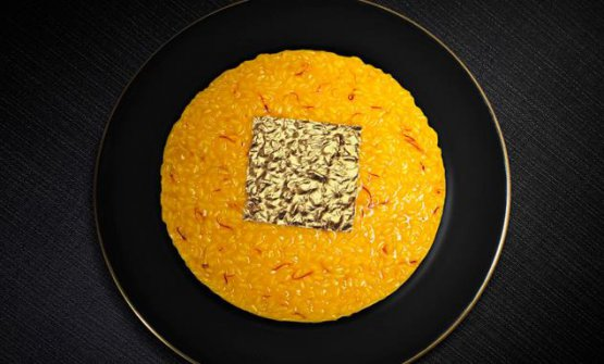 Risotto oro e zafferano. He upturned the rules of traditional risotto by placing a leaf of edible gold on top of it