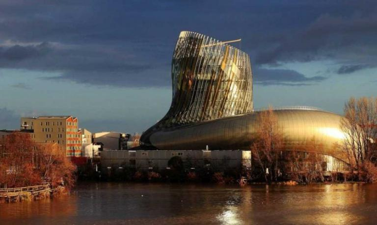 The new and beautiful Citè du Vin in Bordeaux, entirely dedicated to wine culture