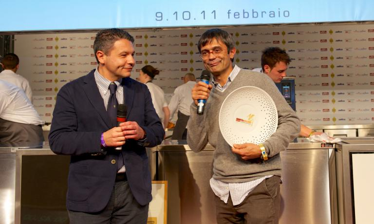 Roberto Petza, chef at S'Apposentu in Siddi, rewarded by Michele Cannone Lavazza Italy Food service director: he won the prize Tipicit� Italiana in Cucina