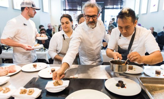 Massimo Bottura and Takahiko Kondo from Osteria Francesana in Modena. The Modenese chef opened the last masterclass at Identità New York, edition number 8 (photo Brambilla/Serrani)