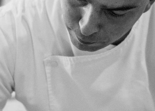 First role as executive chef for Matteo Monti, who was called at Il Canto (tel. +39.0577.288180) by Paolo Lopriore, with whom he had already worked at length in the past. The latter is not the only great chef with whom Monti shared the kitchen, since he also fell into the genial clutches of Davide Scabin at Combal.Zero