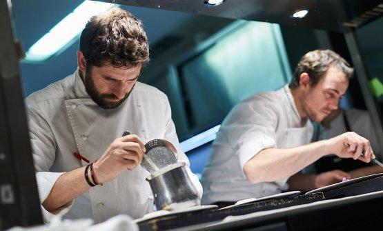 Perdomoand Pressat work in the kitchen of Contraste