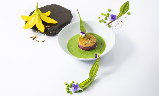 La natura parla, l'esperienza traduce is the latest dish by Simone Cantafio, born in 1986, chef at Michel Bras in Toya. He presented it during a Japanese congress, and it tells the story of his life between Calabria, France and Japan