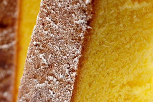 Pandoro, the Christmas holiday cake: the one in the photo is by Iginio Massari (photo taken from ilpanettone.com). Here we suggest some addresses, with two recipes by pastry chef Luca De Santi for a cream to complement the cake