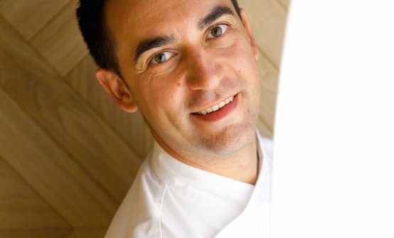 There's a touch of Italy in the Martín Berasategui group: in the photo, Paolo Casagrande, from Treviso, chef at Lasarte in Barcelona, 3 Michelin stars. Among others, Matteo Torretta and Floriano Pellegrino have worked in the maestro's kitchen