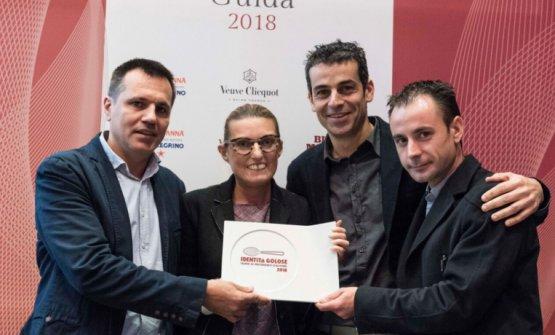 Guida Identità Golose 2018:Sara PeironefromLavazzagives the Best Foreign Chef award toMateu Casañas, Oriol CastroandEduard Xatruch