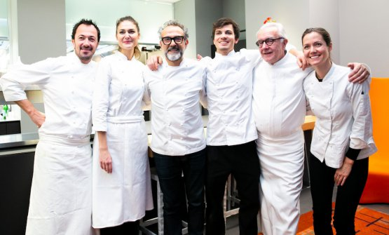 The chefs with their most important assistants: Romain Meder and Jessica Prealpato from Plaza Athénée, Massimo Bottura, Matteo Zonarelli, whom we had met at the S.Pellegrino Young Chef 2016 when he was working in Macao with Umberto Bombana and recently at Osteria Francescana, Alain Ducasse and Jessica Rosval, also from Osteria Francescana