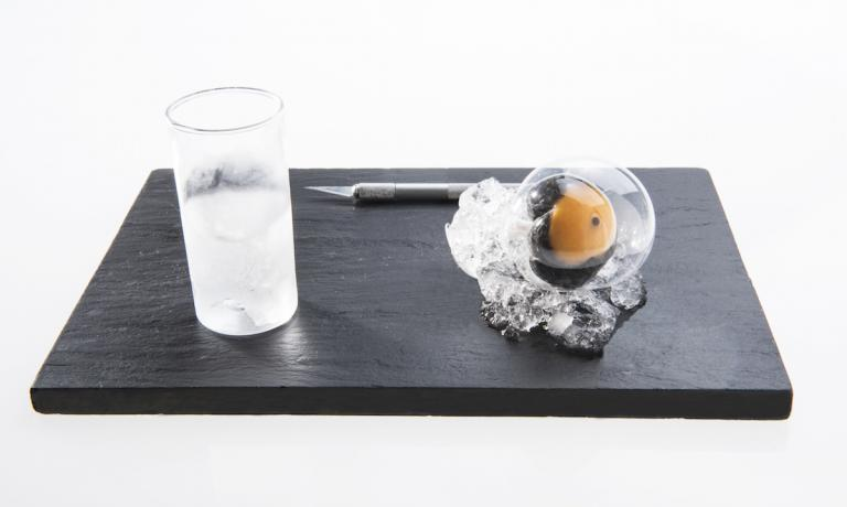 This photo is by Francesca Brambilla and Serena Serrani and depicts the perfect Cyber Egg by Davide Scabin, the chef then at Combal in Almese and now at Combal.zero in Rivoli, also in the province of Torino, with the new century. Scabin, in November 1997, in order to fight the boredom of an afternoon spent in the pastry laboratory, decided to try to improve the perfection of an egg by changing its shell. Mission accomplished