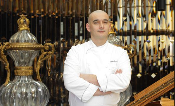 Since last spring, Francky Semblat is Joël Robuchon's executive chef at L'Atelier. The restaurant has just received two Michelin stars from the first edition of Michelin Shanghai. I do what our maestro requires, he tells our reporter Claudio Grillenzoni (photo by hk.on.cc)