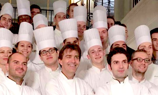 The brigade at Pavillon Ledoyen. In front,Yannick Alléno (in the middle) and Martino Ruggieri (to the right). On top of the 3 stars at Pavillon,Allénohas 3 more at restaurant 1947 in Courchevel