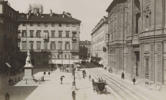 Piazza Carignano and Del Cambioin an old photo