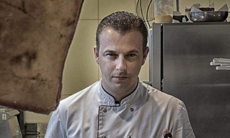 Thomas Locus, chef at Bistro Margaux in Sint-Martens-Bodegem, is one of the 22 Flanders Kitchen Rebels, a group of Flemish chefs under 35 who are renewing Flemish gastronomy. He will be one of the protagonists in the two dinner events, this Monday and Tuesday at Identit� Expo