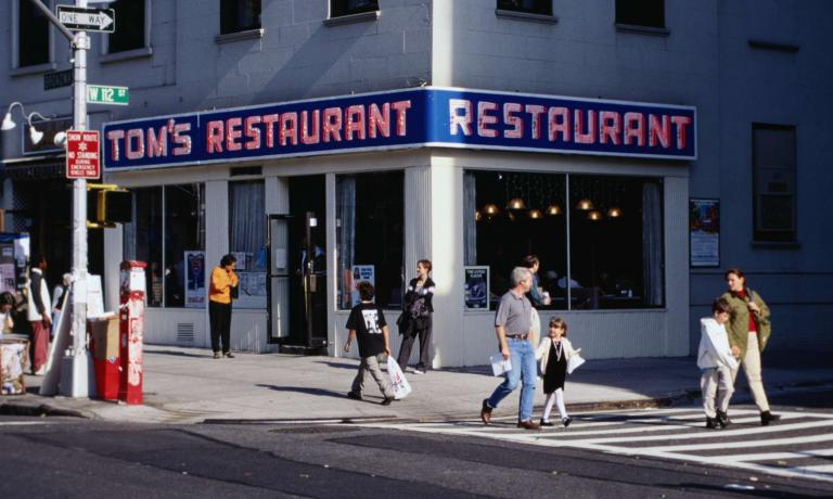 Il Tom's Restaurant è una vera icona di New York. Non solo dà il titolo a una canzone del 1987 diSuzanne Vega (che cambiò leggermente il nome in Tom's Diner). Ma è stato anche per diversi anni uno dei luoghi in cui si svolgeva la popolarissima sit-com Seinfeld, tra le più seguite nella storia della tv americana