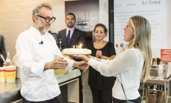 At the end of the lesson, a birthday cheesecake handed byCristina Cavalchini GuidobuonoofRiso Buono