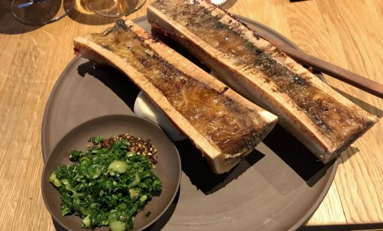 Bone marrow, gooseberry, parsley, wild garlic, crispy seeds