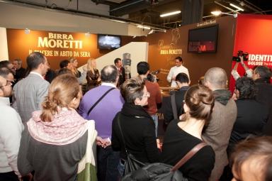 Il pubblico assiste al cooking show di Luigi Taglienti