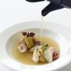 Rosemary's Ceci: Crema di ceci al curry con calamaretti, olio all'estratto di rosmarino e brodo intenso di calamari. Piatto di Viviana Varese